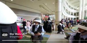 Star Wars Celebration: i fan ricreano l'iconico epilogo di Rogue One nella hall del convention center!