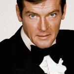 Roger Moore: come rimpiangiamo, oggi, il suo James Bond