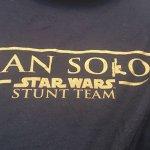 Han Solo: a Star Wars Story, il logotitolo del film svelato dalle t-shirt della troupe e degli stuntmen?