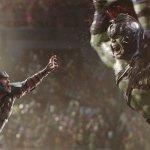 Thor: Ragnarok, Thor contro Hulk in un nuovo promo!