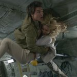 La Mummia: Tom Cruise a gravità zero in una clip tratta dall'edizione home video