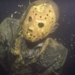 Venerdì 13: una statua di Jason giace sul fondo di un lago nel Minnesota