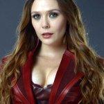 Avengers: Infinity War, Elizabeth Olsen spera in un costume meno scollato per Scarlet Witch