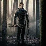 Robin Hood: una foresta di frecce nel nuovo poster del film con Taron Egerton