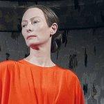Venezia 75 – Suspiria, Tilda Swinton in una nuova foto del film di Luca Guadagnino