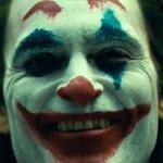 Joker: un festoso Joaquin Phoenix nelle nuove foto dal set