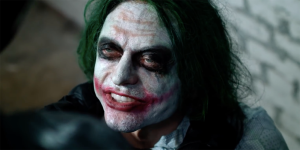 Joker: Tommy Wiseau e Greg Sestero come Christian Bale e Heath Ledger nella scena dell'interrogatorio