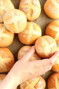 Milchbrötchen Rezept | bäckerina.de