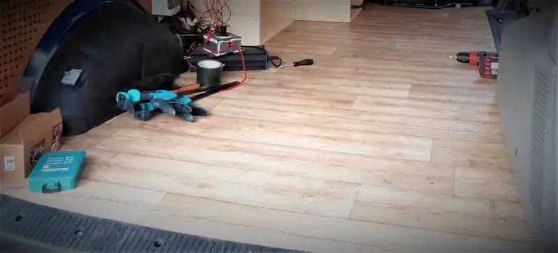 Der Camper Fußboden mit PVC Bodenbelag.