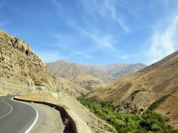 Passstraße in den Bergen Irans
