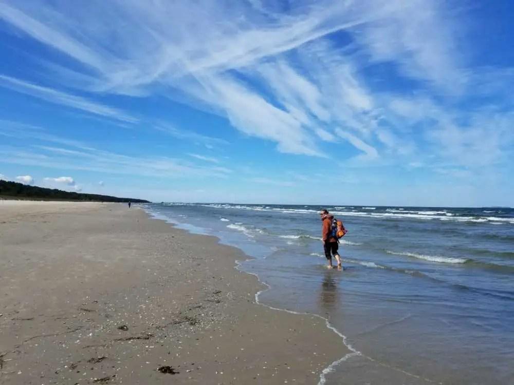 Am Strand entlang wandern auf Usedom. Im Mai auf Usedom.