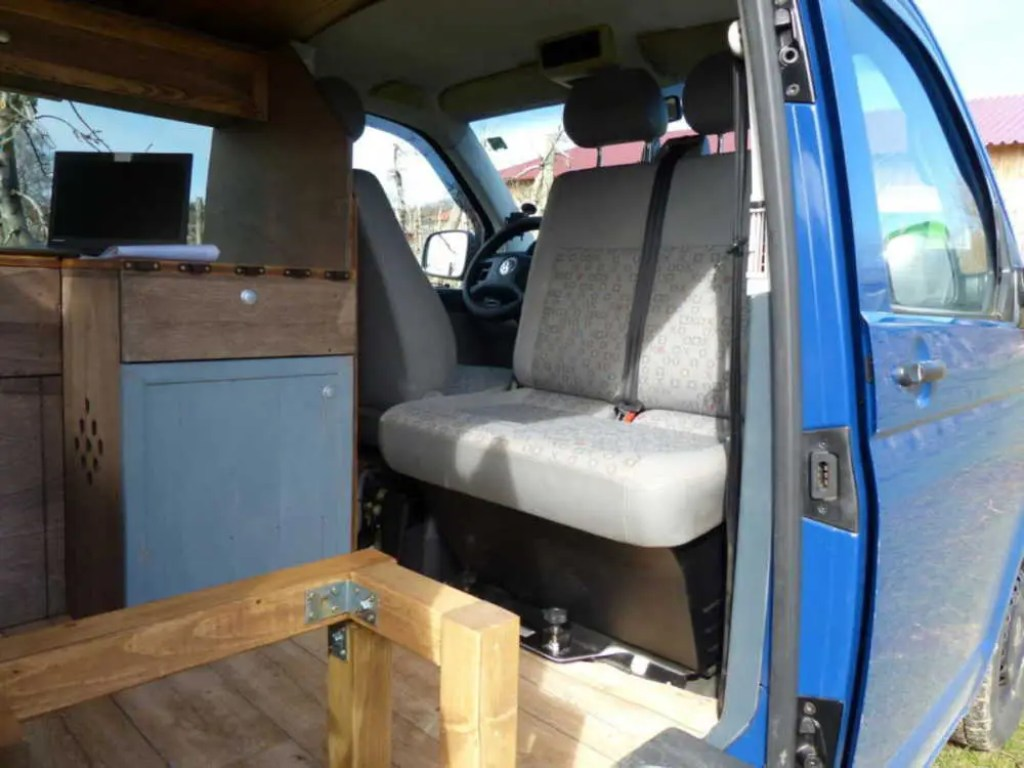 Möbel aus Holz für den Camper Bus selber bauen