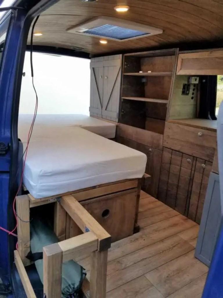 Ein selbst gebautes Bett für den Camper