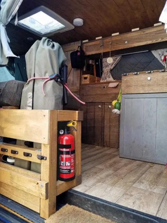 Feuerlöscher im Camper für mehr Sicherheit