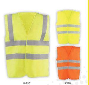 Chaleco básico con bandas reflectantes y cierre de velcro. 100% poliéster. Disponible en amarillo flúor o naranja flúor y varias tallas.