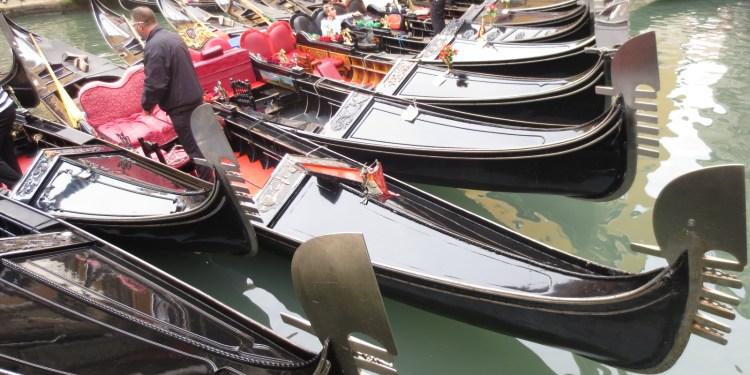 gondolas-veneza