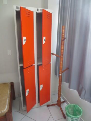 Lockers disponíveis em todos os quartos compartilhados