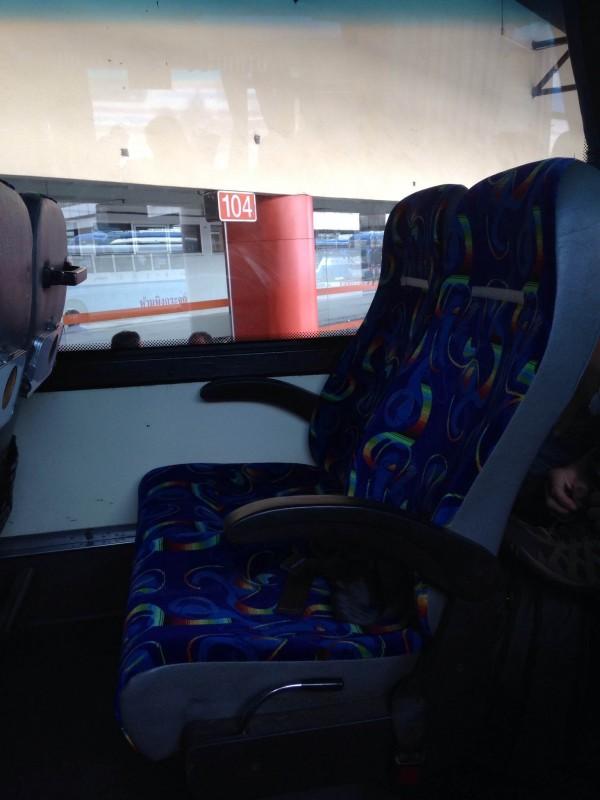 Assentos confortáveis no ônibus