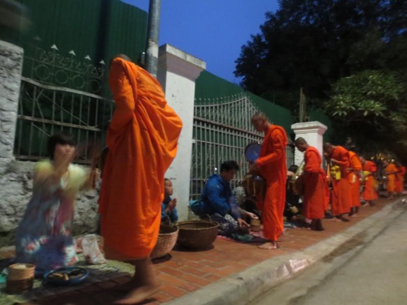 Ronda das almas - Luang Prabang, Laos