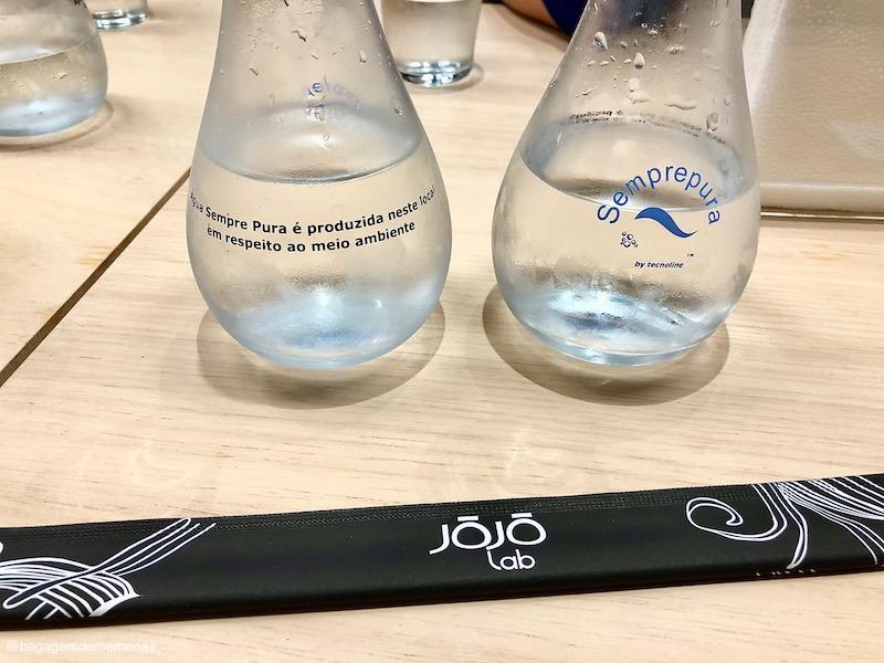 Água produzida no local, utilizada no preparo dos pratos e para consumo dos clientes.