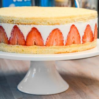 Jordbær lagkage med hjemmelavede lagkagebunde
