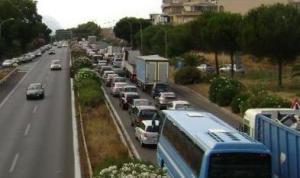 Auto Contromano in autostrada, tre i feriti