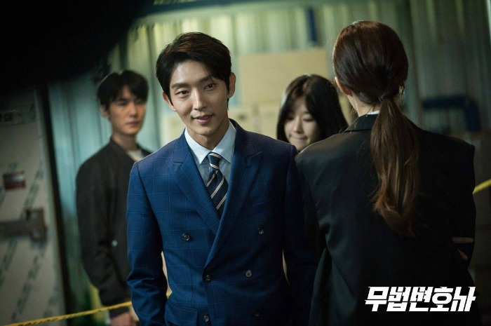 Set images for the Korean drama Lawless Lawyer starring Lee Joon-gi and Seo Ye-ji