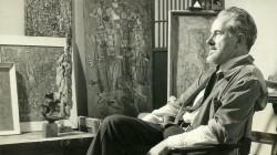 Mark Tobey dans son studio en 1949, offert par Arthur Lyon Dahl. Photo de Larry Novak