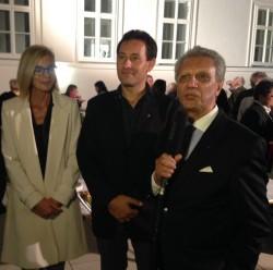 De gauche à droite : la représentante de l'Église catholique Eva Gorgosilich, le prêtre évangélique Jan Magyar et le compositeur Bijan Khadem-Missagh lors des célébrations à Bruck.