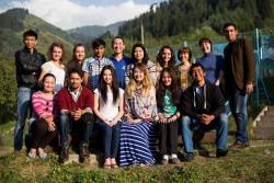 Un groupe de jeunes participe au séminaire au Kazakhstan, où les séminaires ont se déroulent depuis 2010.