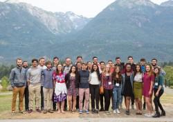 Des jeunes participants se sont réunis au séminaire en Colombie-Britannique, au Canada.