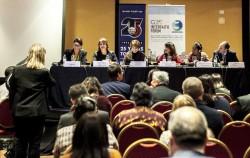 Daniel Perell (à droite), représentant de la Communauté internationale bahá'íe, a participé à une table ronde sur l'égalité des femmes et des hommes lors du Forum interreligieux du G20, qui s'est tenu en septembre à Buenos Aires.