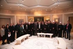 Environ 50 personnes, dont 17 évêques catholiques et anglicans et leurs conseillers venus du monde entier, ont assisté à une réunion interconfessionnelle au Centre mondial bahá'í le 14 janvier.