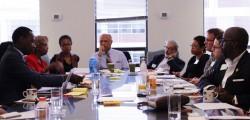 Des participants se concertant lors d'un « Faith and Race Dialogue » en septembre. Le Bureau bahá'í des affaires publiques des États-Unis organise des rassemblements pour explorer le rôle que joue la foi dans la lutte contre les préjugés enracinés et l'injustice structurelle dans le pays.