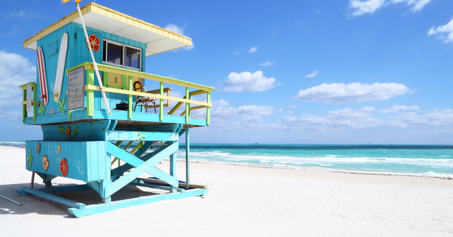 Best things to do in Miami to Bahamas Day Trip. Lifeguard hut in a deserted beach. South Beach, Florida. THe best Miami attractions.