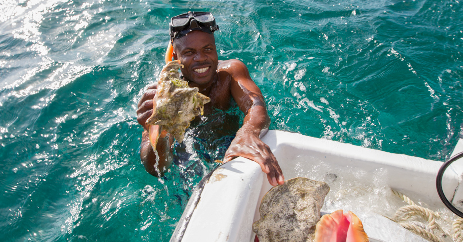 Fishing for Bahamas Conch on a Bahamas Air Tour