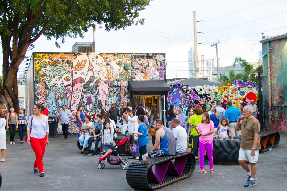 Art Murals at Wynwood in Miami. Best Things to do in Florida include Airboat Rides Florida attractions as well as island getaways. Bahamas Air Tours brings you What to Do in Florida as well as a few Miami Florida Attractions like a Bahamas Day Trip for your next Florida Vacation.
