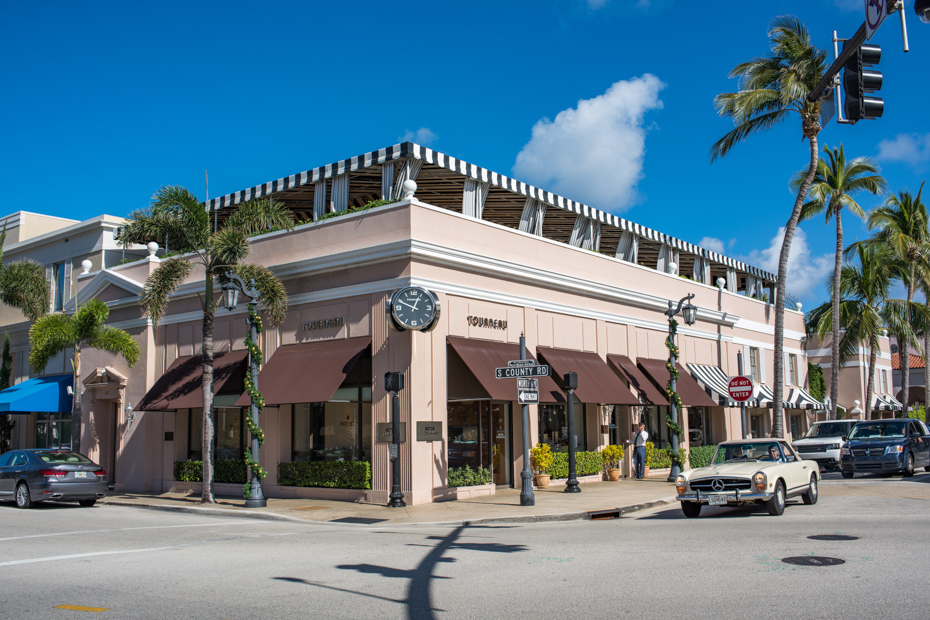 Downtown West Palm Beach Florida on Worth Avenue has plenty to keep you busy. Not far from most West Palm beach hotels and places to visit in West Palm Beach.