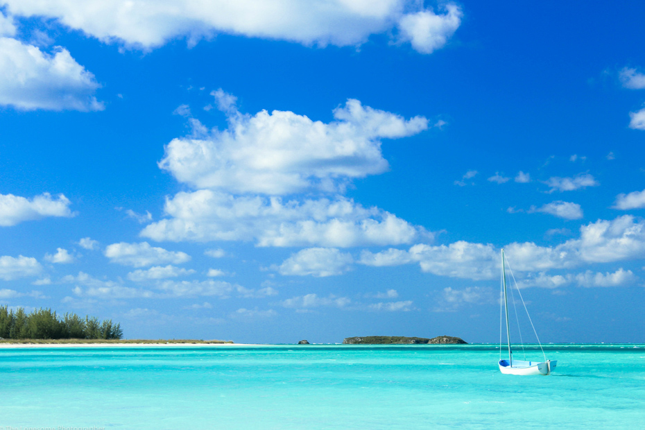Surrounded by turquoise clear waters in Spanish Wells beaches of Eleuthera Bahamas. Spanish Wells Island is known for the excellent beaches in North Eleuthera.