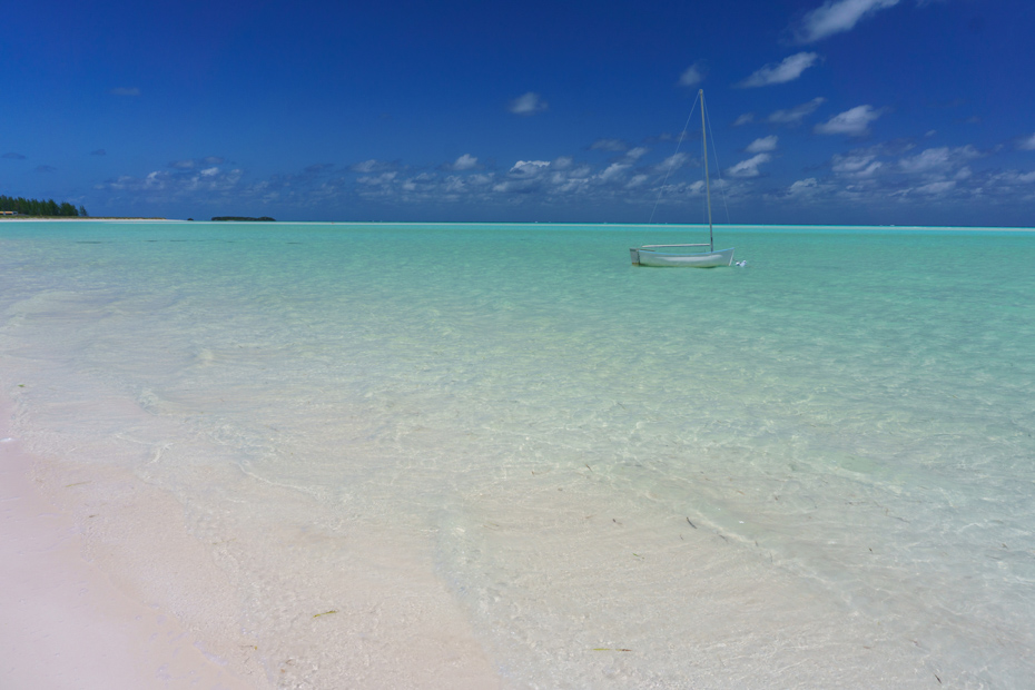 Spanish Wells Island in Eleuthera Bahamas - Soft white sand beaches and turquoise waters. Bahamas Air Tours gives you your guide to Day Trips to Bahamas by flights to Bahamas.