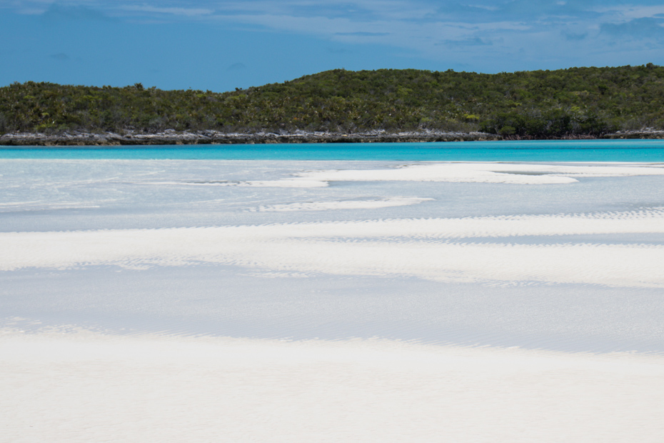 Low tide is the best time to experience the Staniel Cay Sand Bars in the Exumas.