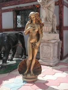 bronz roma kadın heykeli