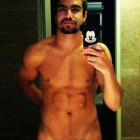 Caio Castro aparece peladão em foto na internet