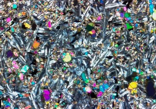 Cómo analizar muestras geológicas preparadas y no preparadas con un microscopio digital.