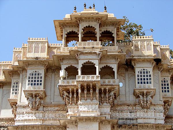 المدينة الوردية جايبور والفن المعماري بالهند -انحت-المنازل-في-مديمة-جايبور