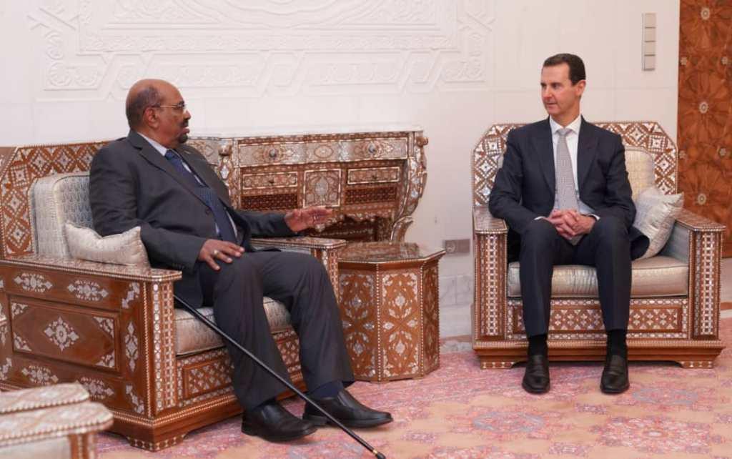 البشير يعود من دمشق وتصريحات لوزير الدولة بالخارجية السودانية