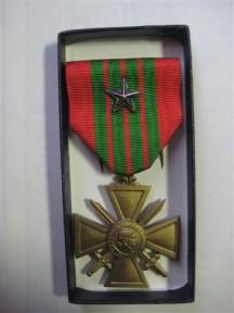 Cruz de Guerra estrellaplata