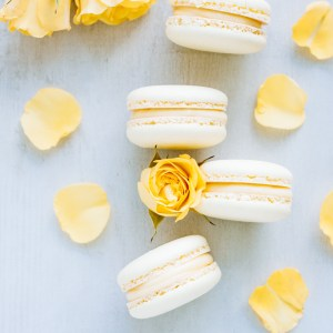 Macarons with lemon curd ganache