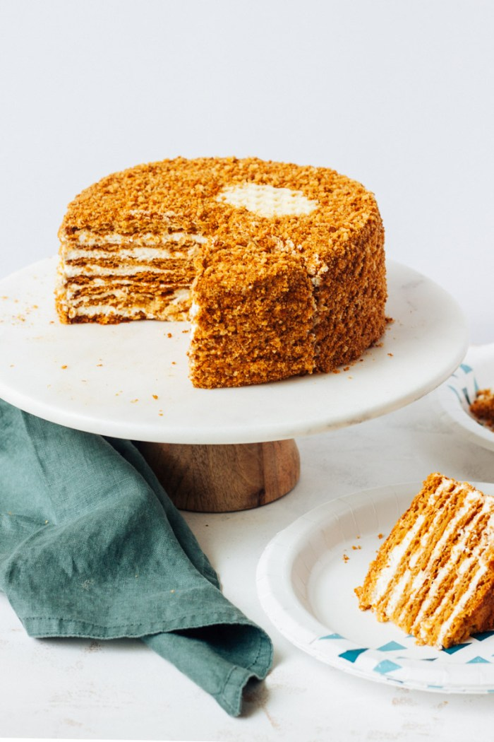 Honey cake (Russian Medovik)