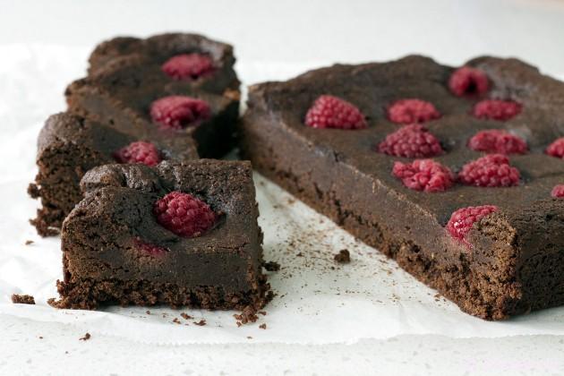 Raspberry Brownies // bakeaholic.ca